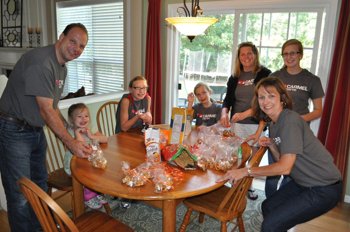 Carmel Serve_Matthews_HELP_Center1_-_Hancock-Joye_SBSC_making_treats_for_MHC_volunteers