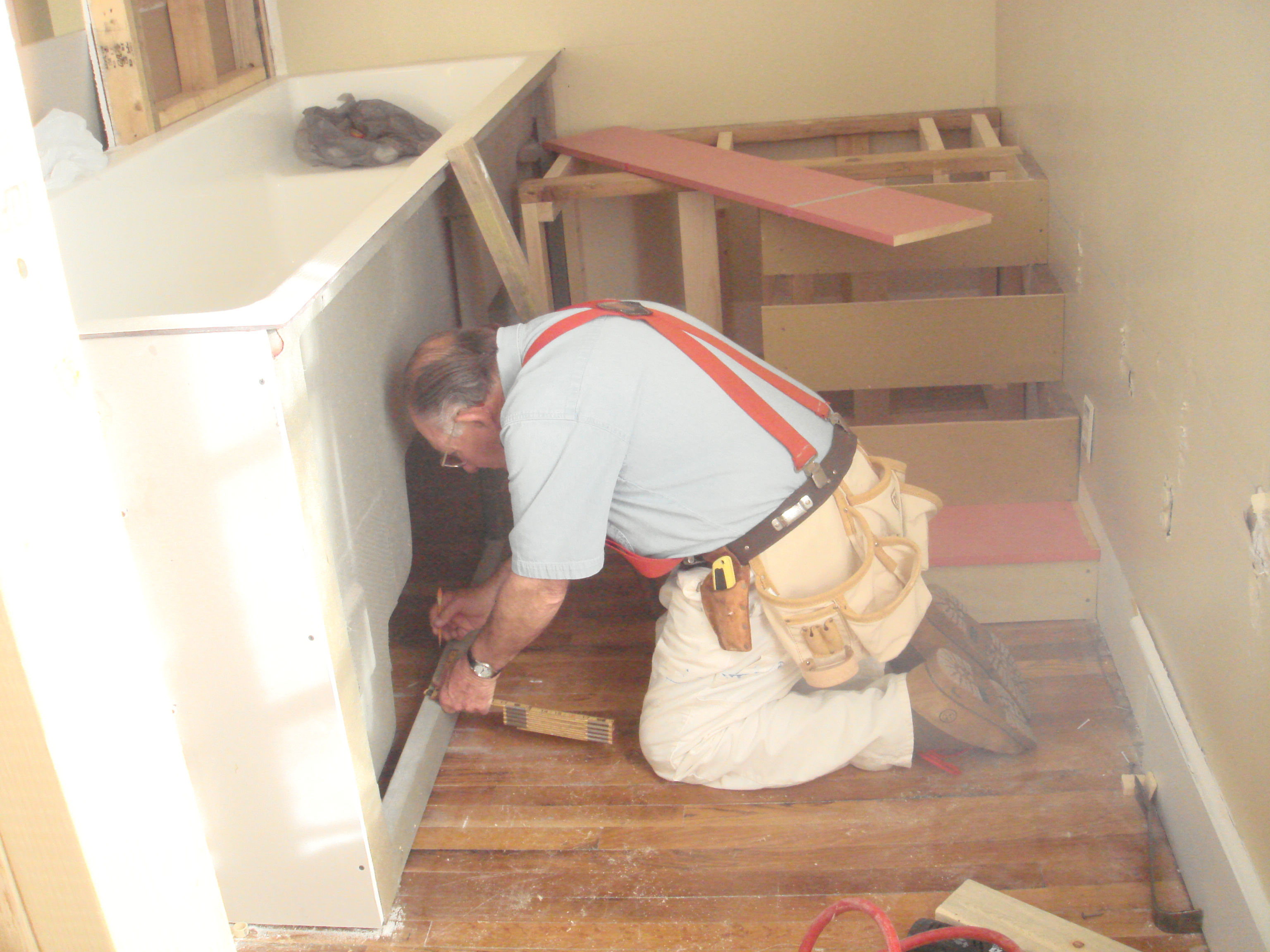 Missions_Kentucky_4_-_Tom_installing_the_sides_on_the_baptistery